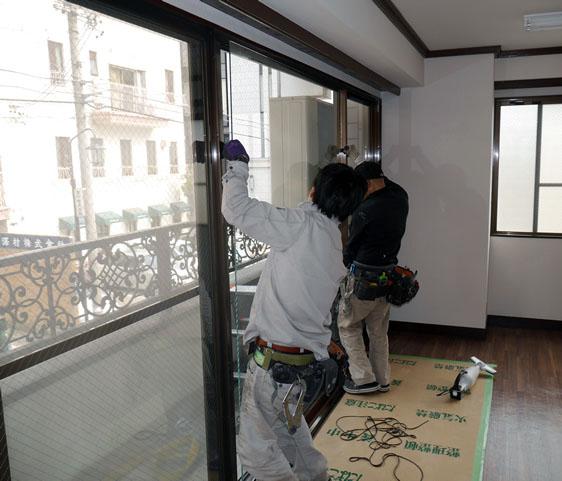 名古屋市 ベランダ掃き出し窓のガラス修理