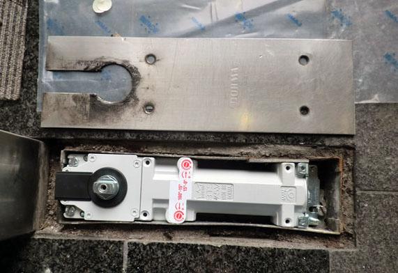 名古屋市 ビル フロアヒリンジ修理、交換
